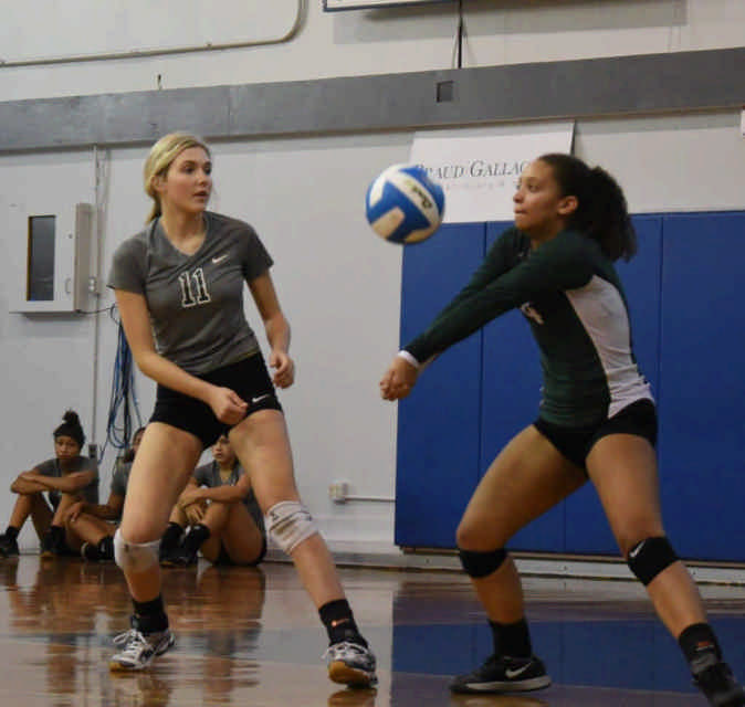 Slidell's McKenzie Fugate (13) watches as Maya West (4) returns the ball.