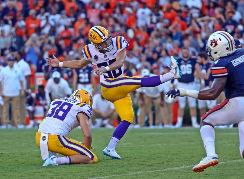 Tracy's last-second field goal lifts LSU over Auburn, 22-21